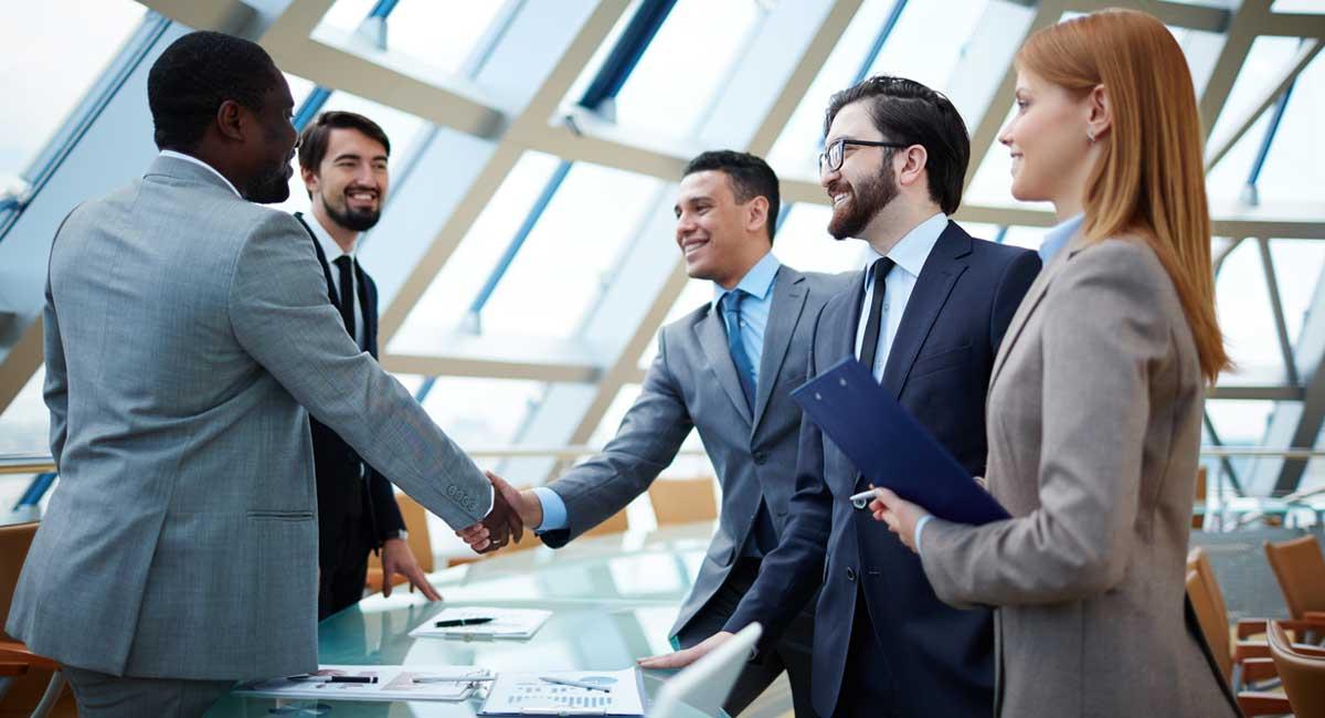 Internationales Geschäftstreffen, freiberufliche Übersetzungsdienstleistungen vonnutzen