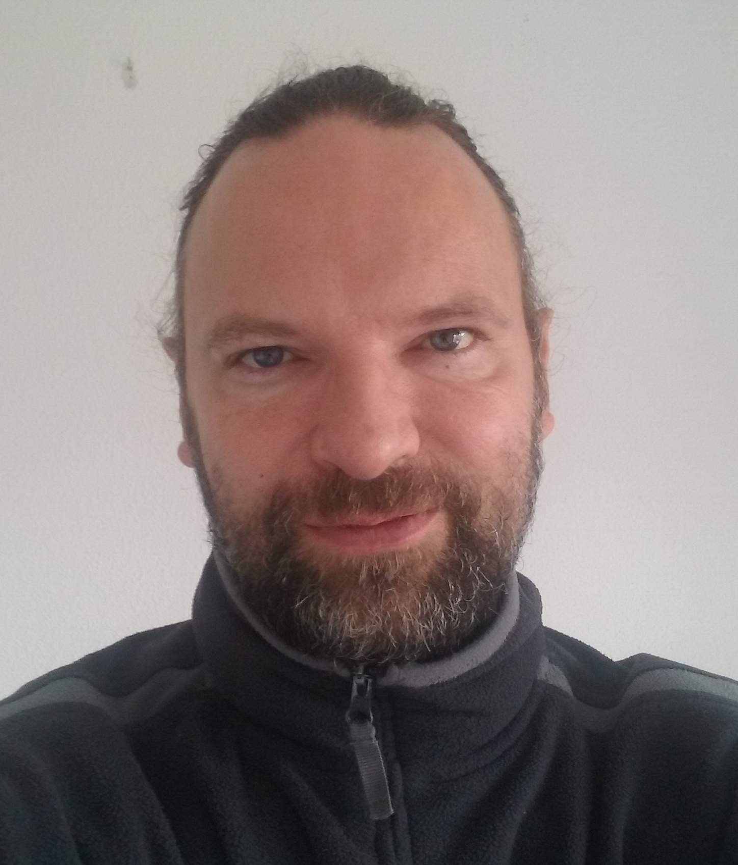 Oliver Plehn provides German to Spanish translations